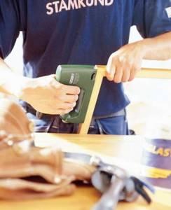 Строительный степлер для дома: 7 советов по выбору и 6 лучших моделей