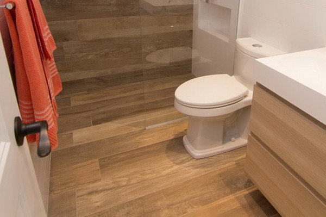 7 материалов для отделки полов в ванной комнате