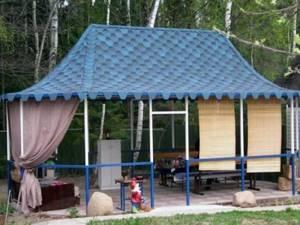 10 советов, чем покрыть крышу беседки на даче