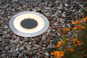 Светильники на солнечных батареях для дачи и сада: 10 советов по выбору