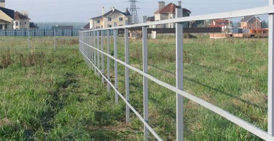 Забор из поликарбоната: 9 советов по выбору и установке
