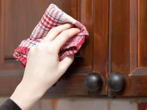 16 способов отмыть от жира шкафы на кухне